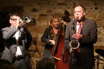 "Helmut Dold (tp), Lindy Huppertsberg (kb), Frank Roberscheuten (as) - Iris Oettinger Swing Band - im Jazz-Club ""Schloss Köngen"" (25.01.2019)"