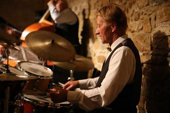 "Janos Weszely (dr) - Budapest Ragtime Band im Jazz-Club ""Schloss Koengen"" (23.09.2016)"