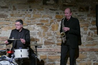 "Bernard Flegar (dr), Chris Hopkins (as) - Echoes of Swing - im Jazz-Club ""Schloss Koengen"" (30.10.2020)"