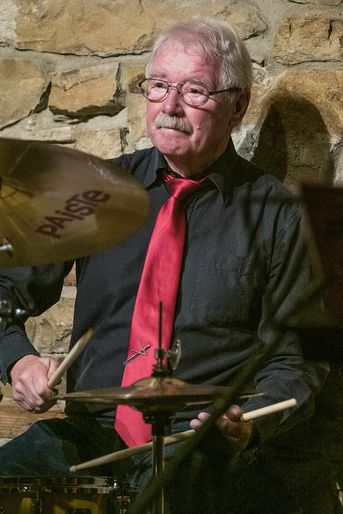 "Manfred Fleck (dr) - NECKARTOWN JAZZBAND - im Jazz-Club ""Schloss Koengen"" (27.09.2019)"