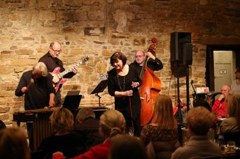 "Gisela Hafner - VOICE and VIBES - Blue Hours - im Jazz-Club ""Schloss Köngen"" (24.02.2017)"