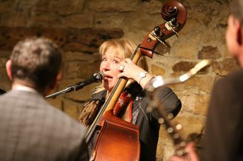"Lindy Huppertsberg (kb) - Iris Oettinger Swing Band - im Jazz-Club ""Schloss Köngen"" (25.01.2019)"