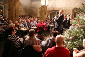 "Konzertbesucher - Old Fashion Jazzband - im Jazz-Club ""Schloss Köngen"" (14.12.2018)"
