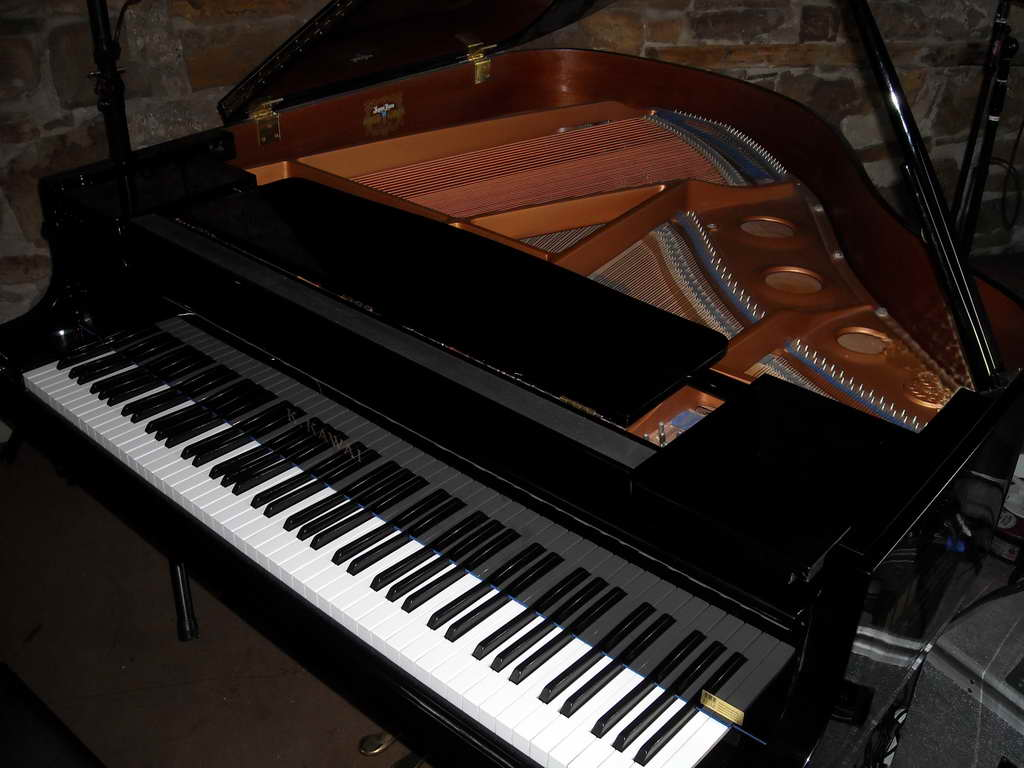 Klavier / Piano - Jazz-Musikinstrument